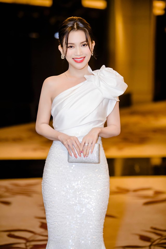 Tuyển tập bikini gợi cảm của hot girl làng võ Châu Tuyết