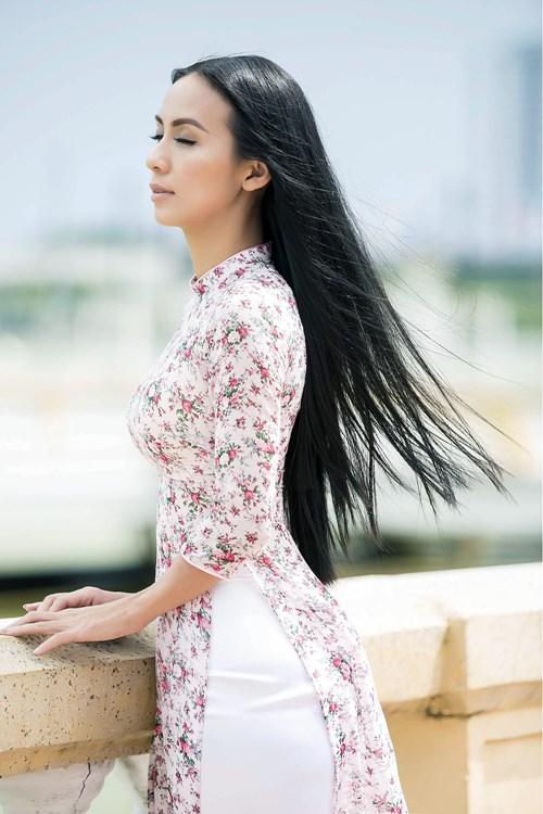 Nữ MC Việt kiều về thăm nơi đầy ắp tình cảm
