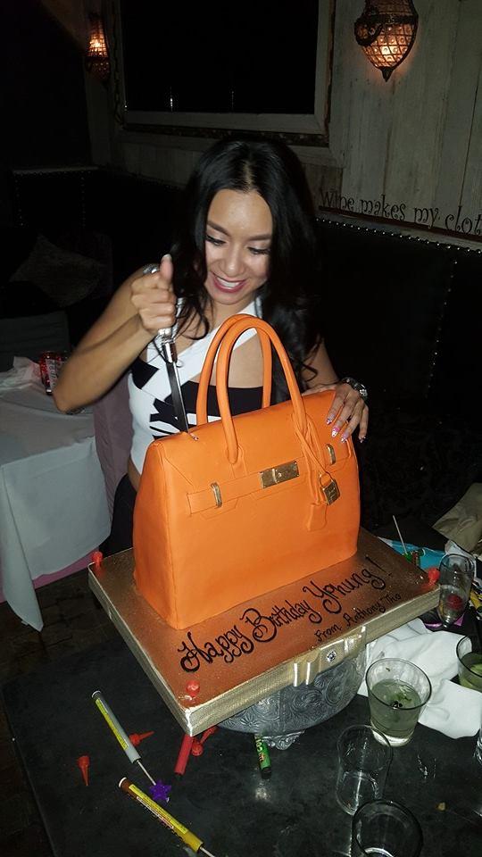 Y Phụng được tặng bánh ga tô sinh nhật hình túi Hermes