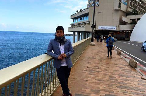 Quang Lê cảm xúc dâng trào khi ra biển ở Pháp