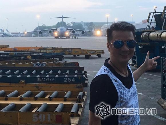 Đàm Vĩnh Hưng khoe cả chiến binh sừng sững tại Nội Bài chào đón TT Obama