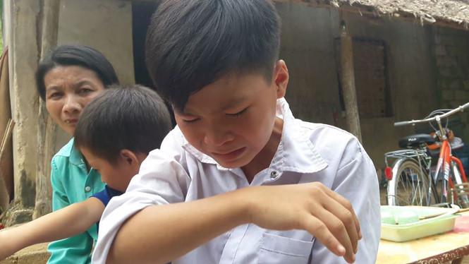 Không cầm nổi nước mắt với đơn xin thôi học của học trò nhà quá nghèo