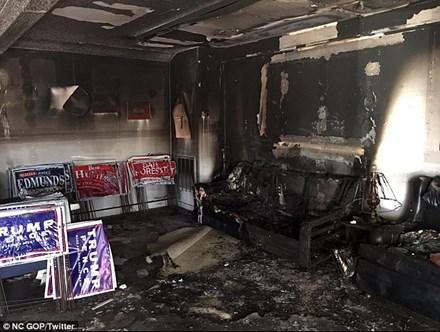 Quận Cam: trụ sở đảng Cộng Hòa bên trong bị cháy rụi