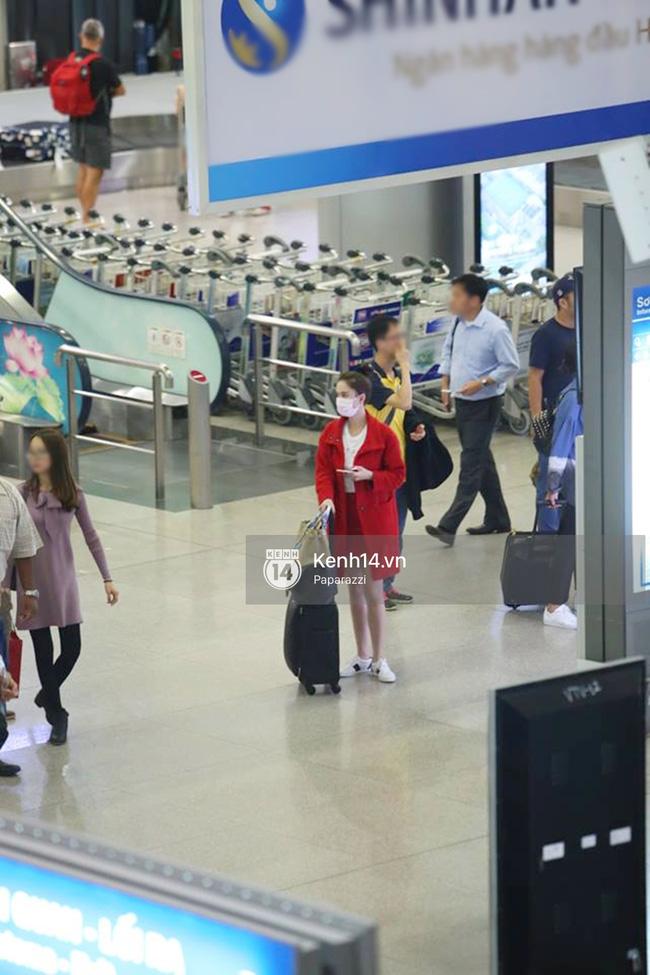 Ngọc Trinh bị rạch hành lý ở sân bay Tân Sơn Nhất