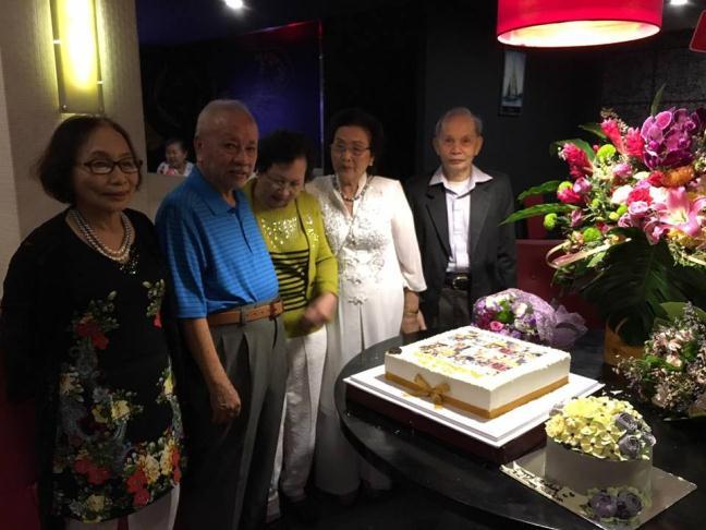 Sinh nhật mẹ Hoài Linh ở Vn có Dương Triệu Vũ, Hoài Lâm