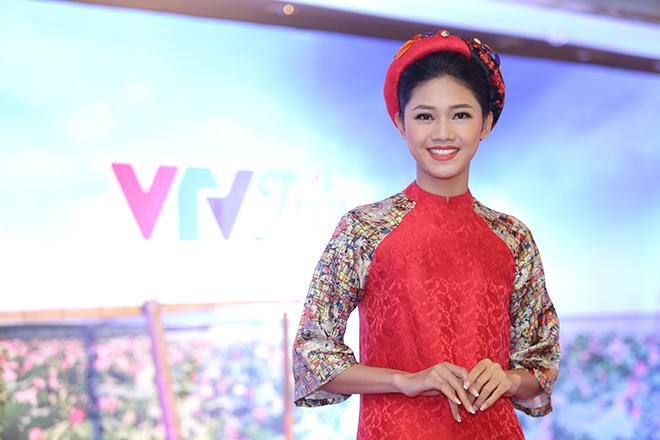 Á hậu cao nhất Việt Nam với chiều cao khủng 180cm nổi bần bật