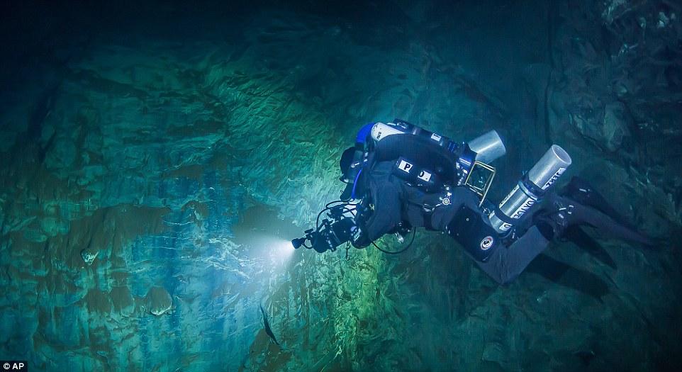 Chấn động: Dò mãi không thấy đáy, đây chính là hang động sâu nhất thế giới