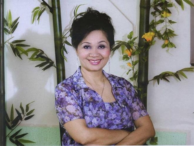 Sốc: MC Thanh Bạch bị vợ cũ tố đạo đức giả, lấy ảnh bố vợ trên bàn thờ đập xuống ghế hỏi tội.