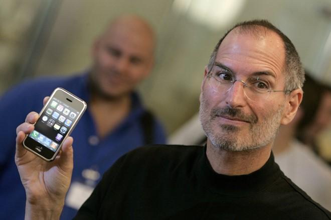 20 năm sau, Apple lại tiếp tục mắc sai lầm ngớ ngẩn của quá khứ