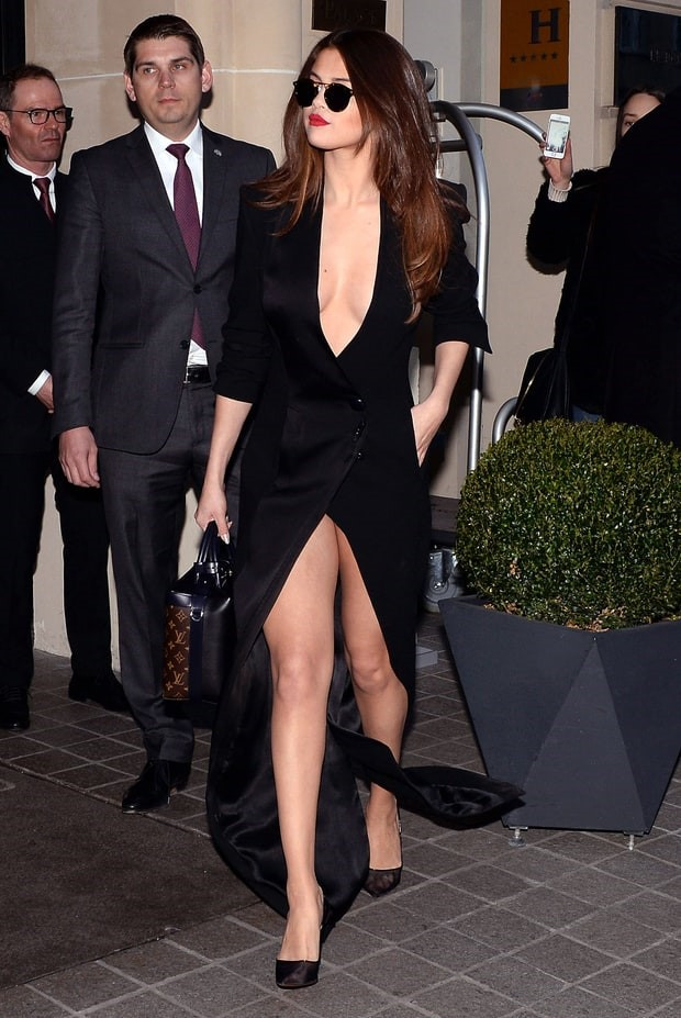 Selena Gomez hở trên lộ dưới khiến các chàng phát cuồng.