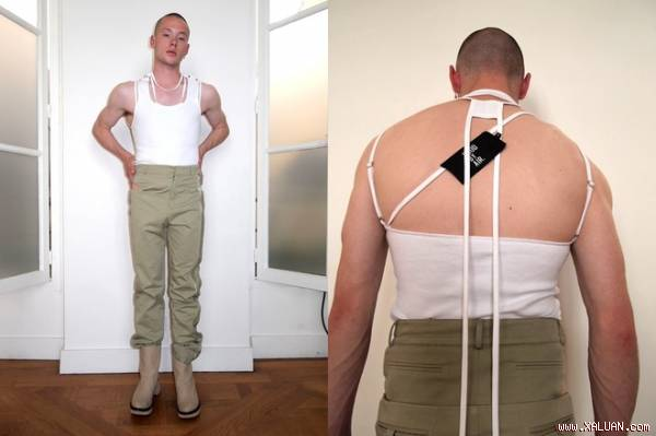 Bó gối với chiếc quần khoét đũng quái dị nhất quả đất dành cho đàn ông của nhà thiết kế người Mỹ.