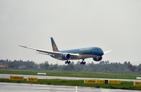 """Hoảng hồn với tai nạn """"thốn tận rốn"""" của Boeing ngay tại Nội Bài"""
