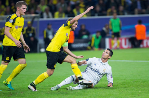 Ronaldo bị cấm đá chỉ vì xấu tính trả đũa đối thủ.
