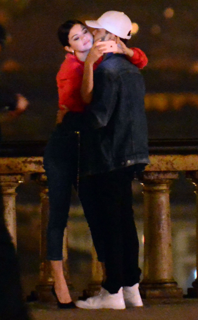 Selena Gomez cưới vội vì ... có bầu