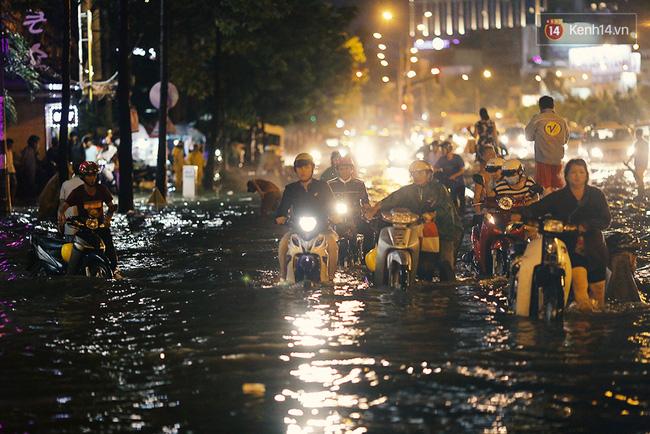 Ảnh nóng: Mưa ngớt, nước rút và những hình ảnh rác rưởi ngập tràn Sài Gòn