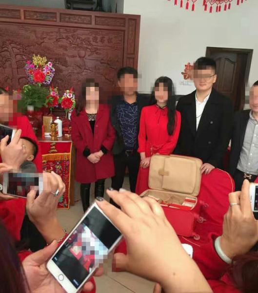 Nhà trai làm quà cho vợ 18 tuổi chưa cưới cả vali tiền 11 tỷ đồng