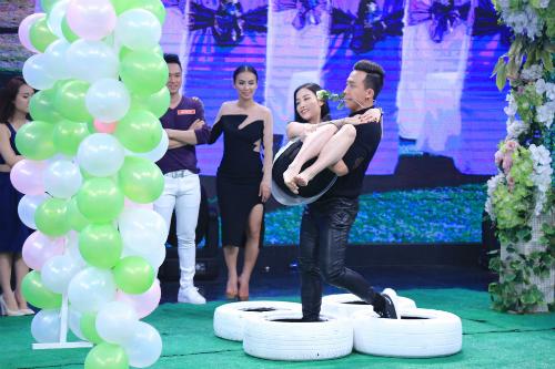 Mai Hồ âu yếm trao nụ hôn với Trấn Thành trên sân khấu