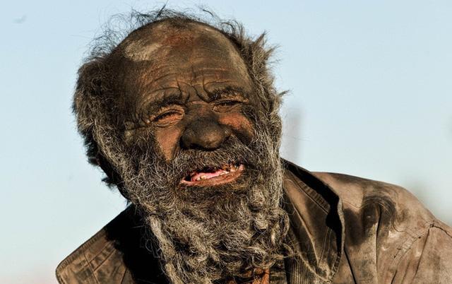 Hinh ảnh cụ ông hơn 60 năm qua chưa tắm một lần mà vẫn khỏe!