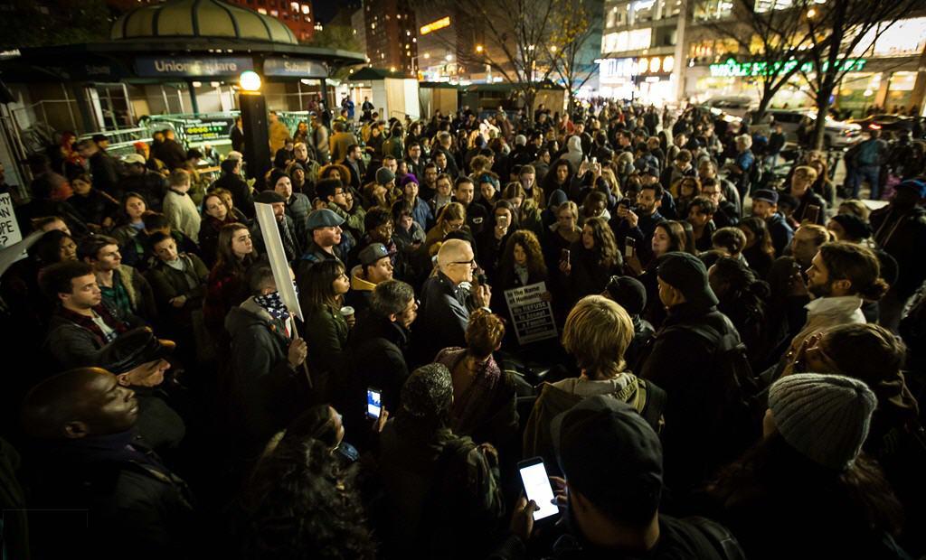 Làn sóng biểu tình chống Trump lại lan rộng dữ dội