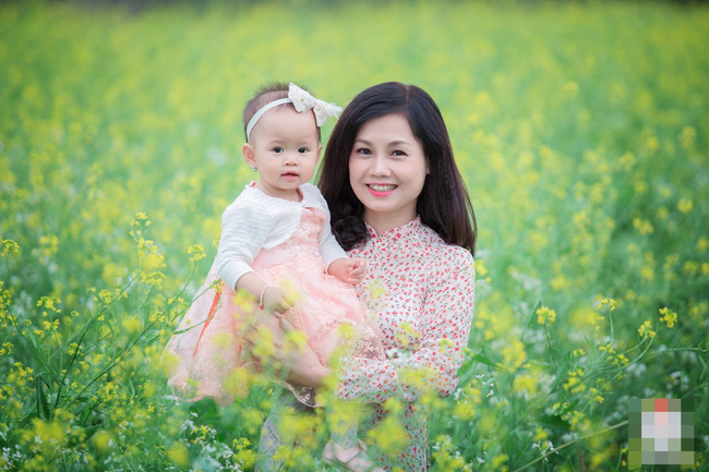 Xôn xao nhan sắc xinh đẹp trẻ trung của bà nội 51 tuổi với cháu gái